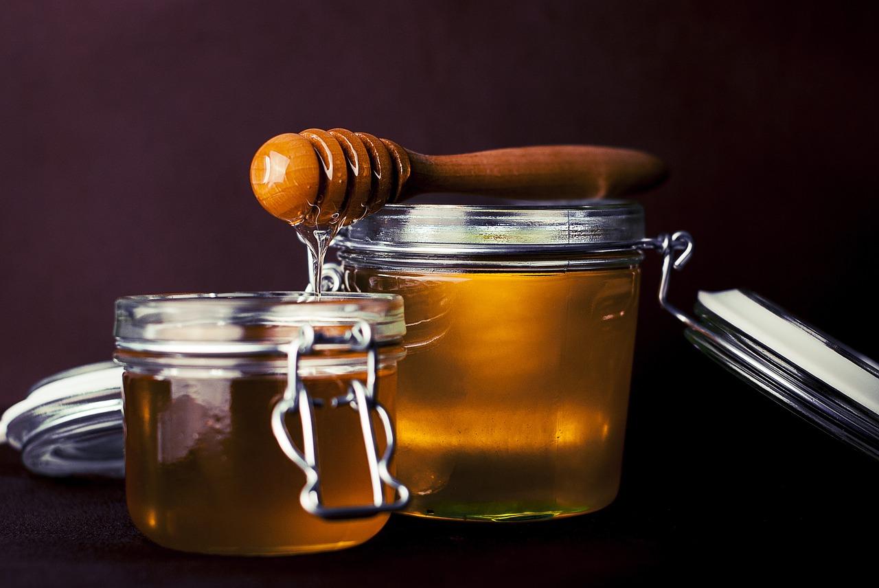 はちみつのカロリーが高いはウソ?ティースプーン1杯の糖質も砂糖と比較!ダイエットに最適なのはどっち?