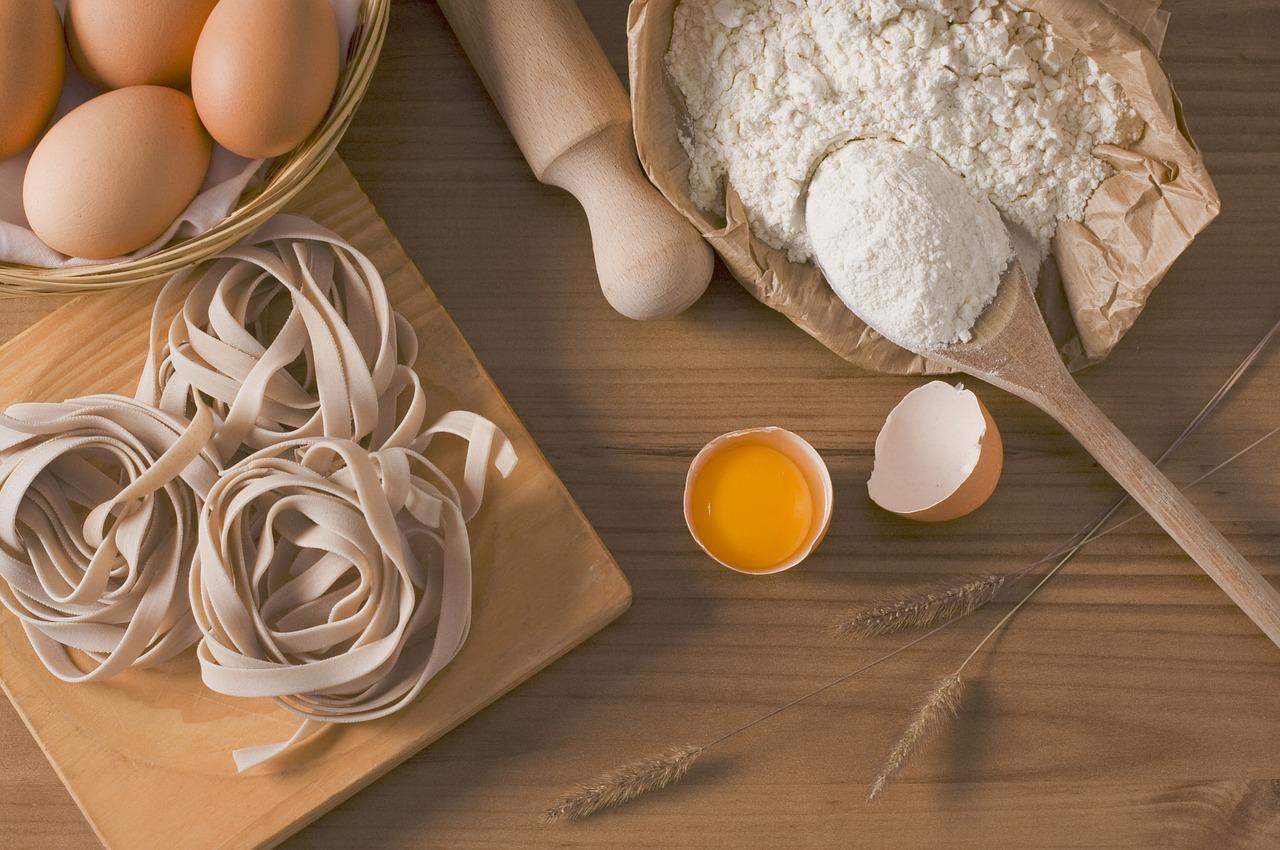 コンソメと牛乳のパスタの作り方は?チーズと卵も加えて簡単カルボナーラのアレンジを紹介!