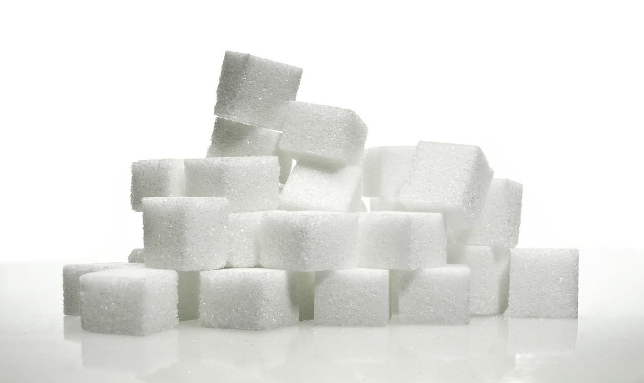 砂糖が固まるのはなぜ?冷蔵庫や冷凍庫で防止できる?原因と復活の裏技を紹介!