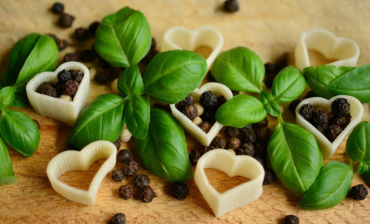 バジルの保存・冷凍方法!生と乾燥・冷蔵庫の場合や期間は?葉と茎は分けるの?