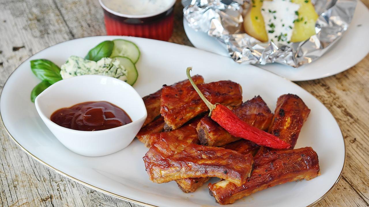 チリソースでアレンジサラダ!市販のスイートチリソースは鶏肉や生春巻きにかけてもおいしく簡単調理!