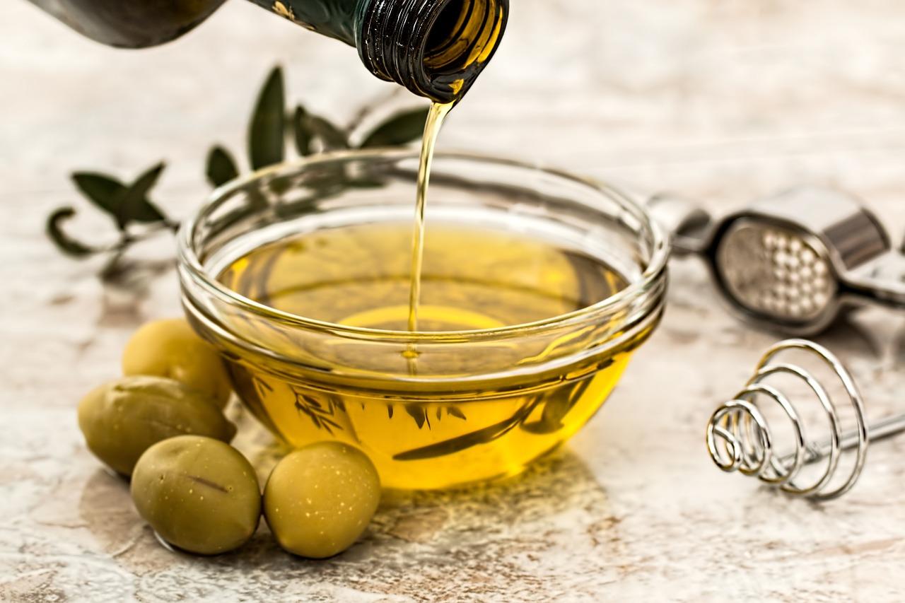 オリーブオイルの効果を紹介!飲む量・加熱は?肌・ダイエット・血糖値・髪など中も外も綺麗に!