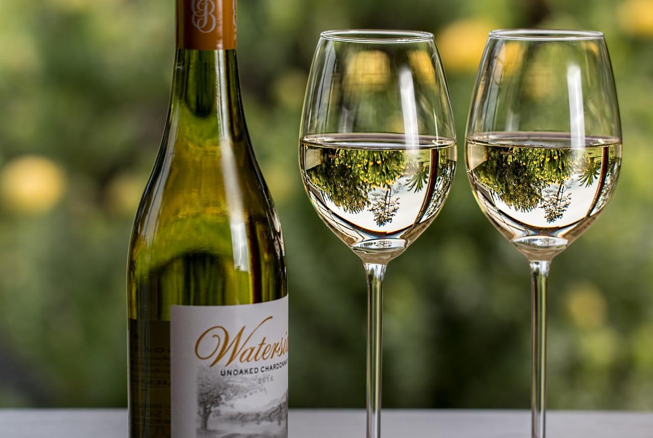 白ワインを料理に使う効果や意味は?簡単に肉が柔らかくなる?期限や未成年でもOKかなど解説!