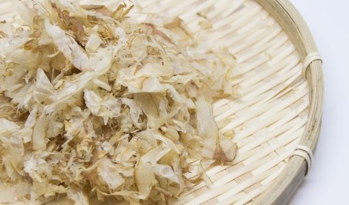 鰹節の出汁の取り方は簡単?タイミングやお湯の温度は?うどん・味噌汁・離乳食にも使えて便利!