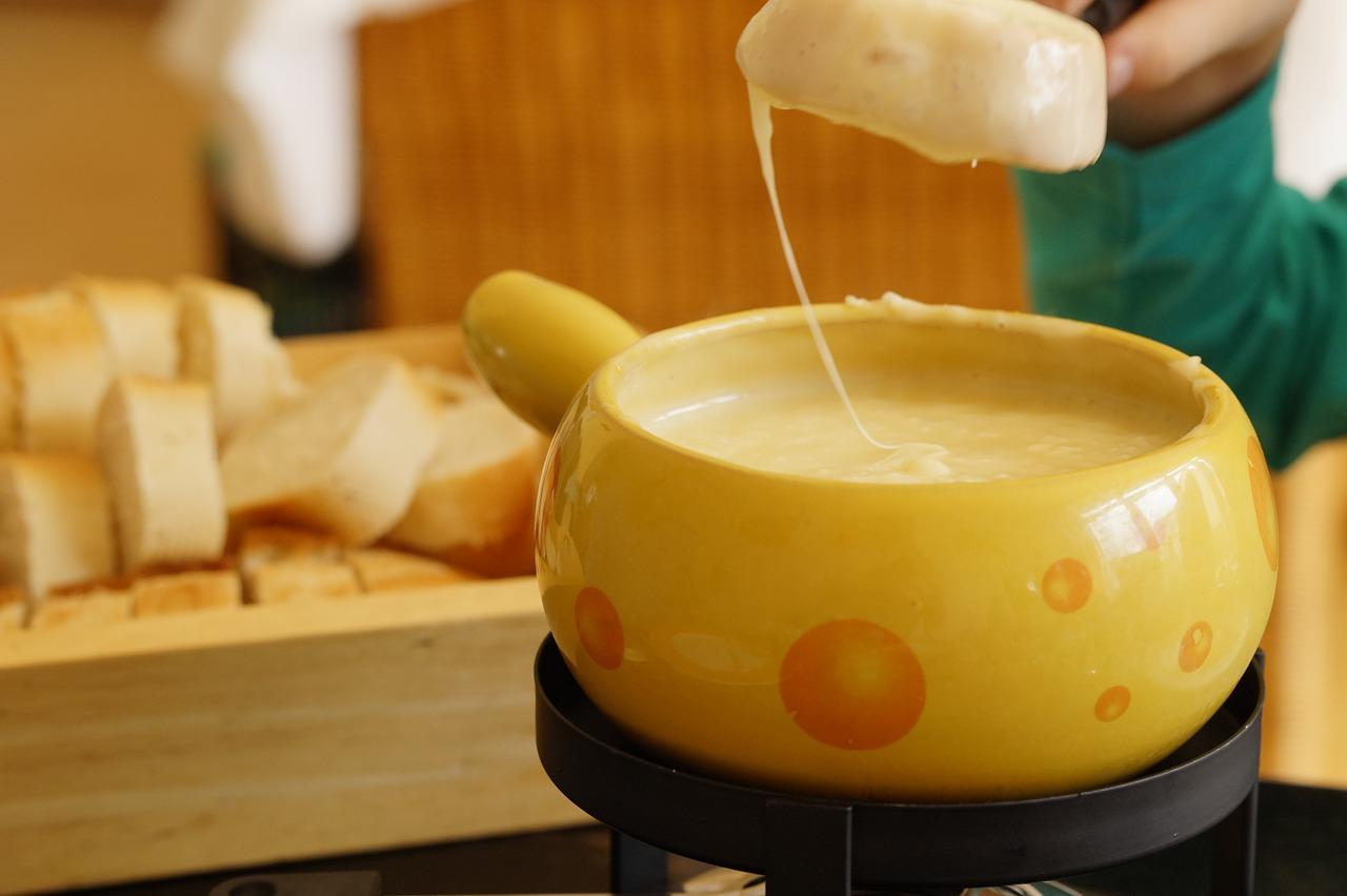 チーズフォンデュ鍋は代用できる?100均や無印の鍋は?焦げ付きの落とし方も!